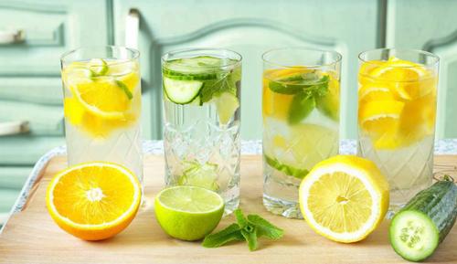 レモンやライムの水