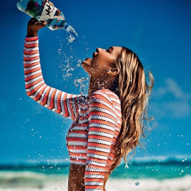 女性のカラダに水は必須